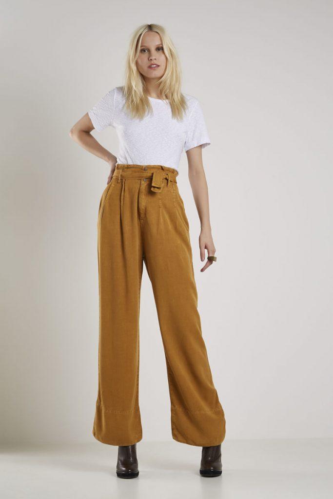 Calça feminina pantalona.