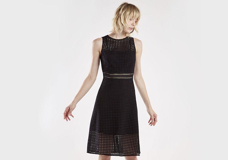 vestido preto curto com tule