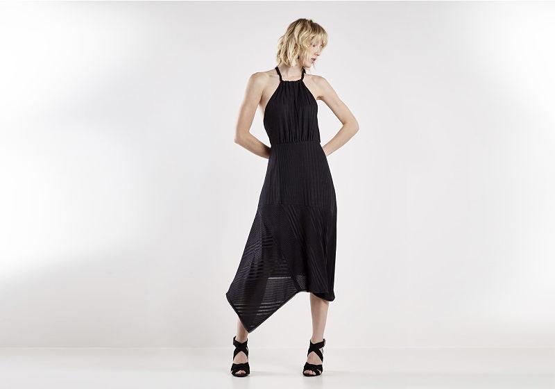 vestido preto evase com amarração