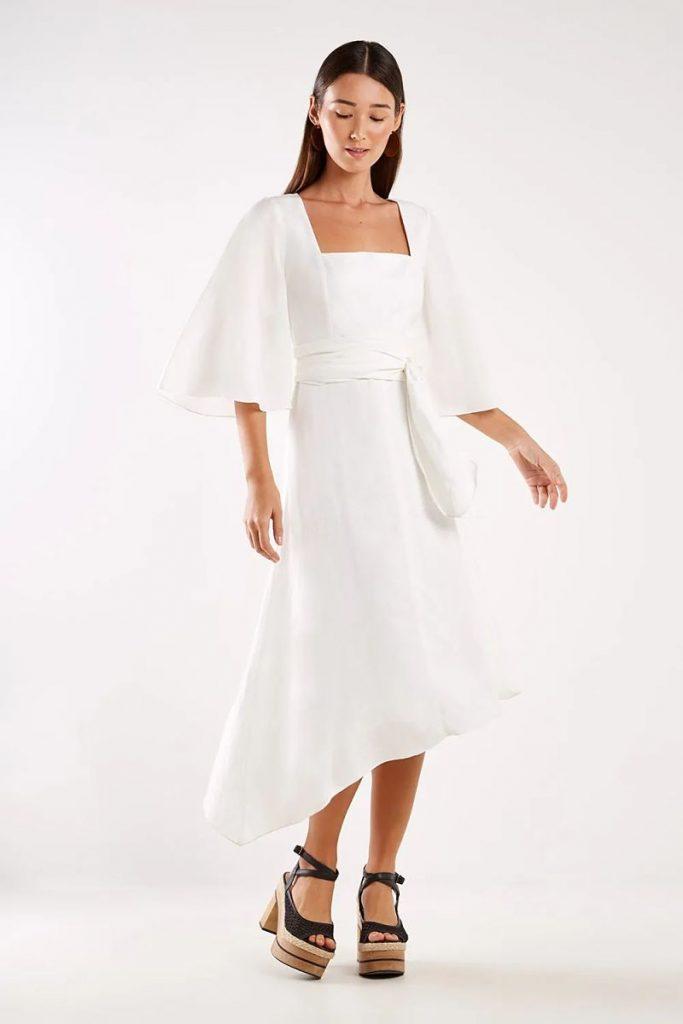 vestido branco manga flare