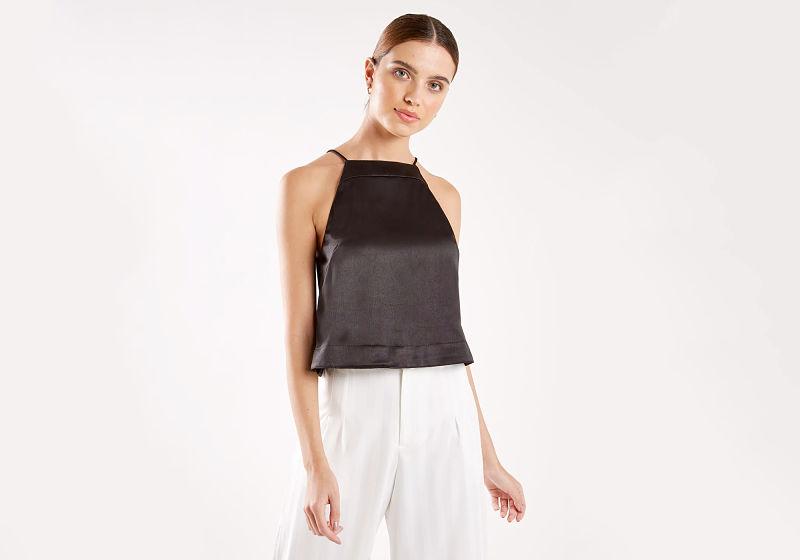 blusa alcinha preta calça branca