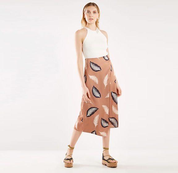 O que usar com saia midi? Dicas e tendências!