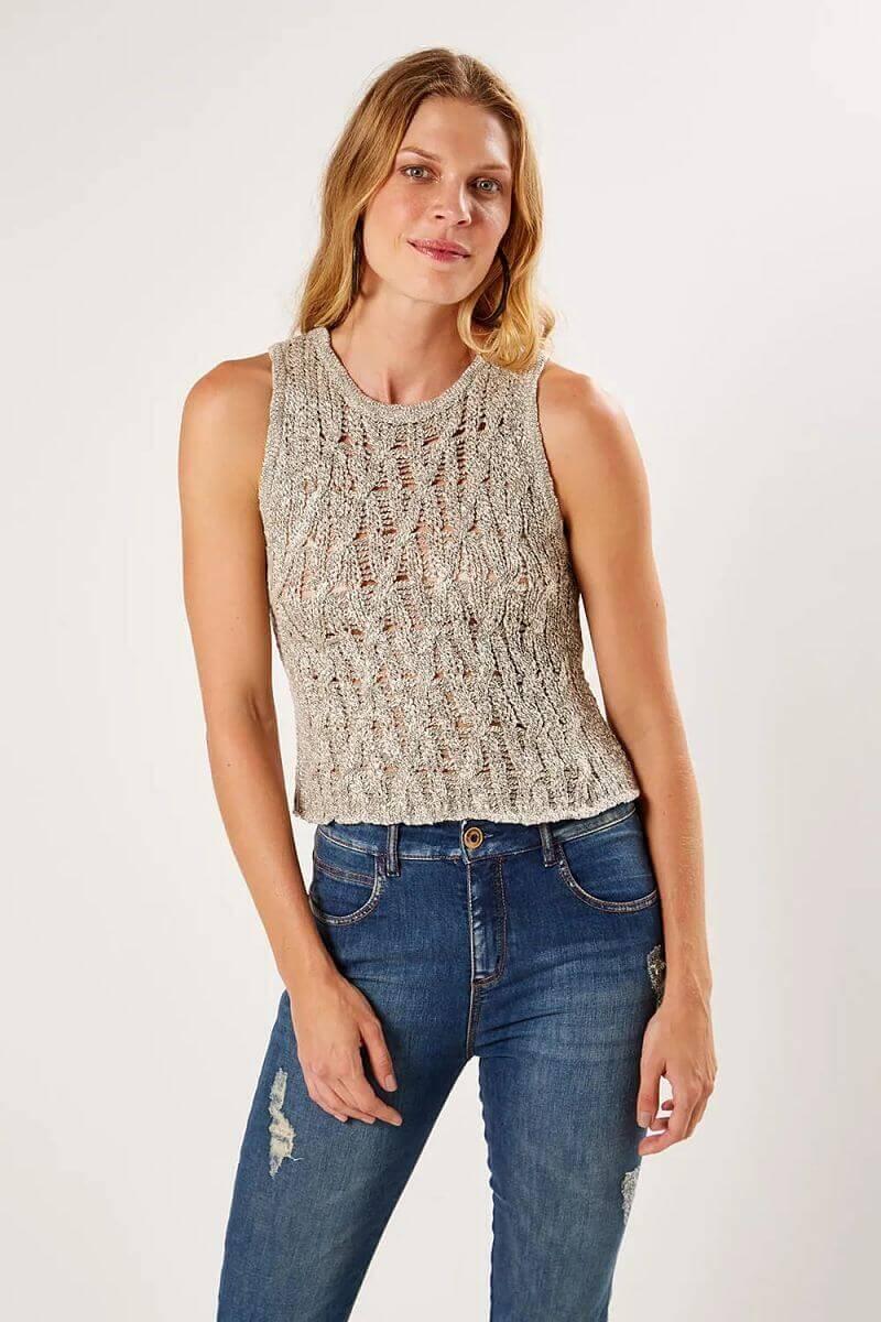 blusa de tricot com transparência