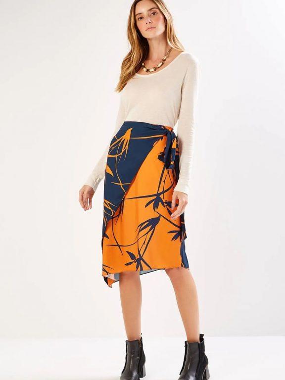 Aprenda diferentes formas de usar saia envelope sem errar no visual!