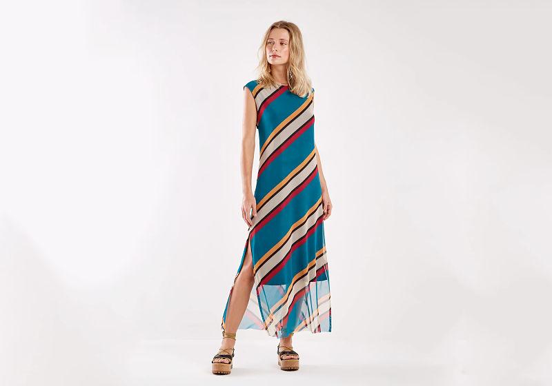 vestido listras horizontais com fenda lateral