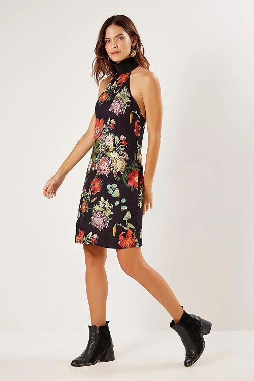 vestido curto sem mangas com bota